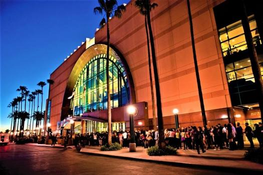 fans-lining-up-at-Honda-Center-in-Anaheim-California