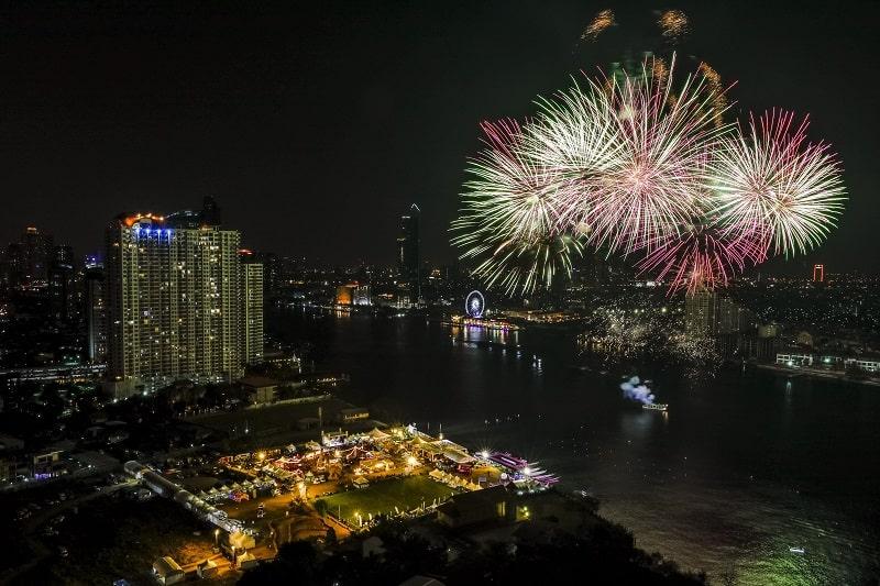 fireworks-over-bangkok-river