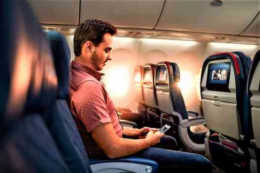 passenger-practicing-social-distancing-on-delta-airlines