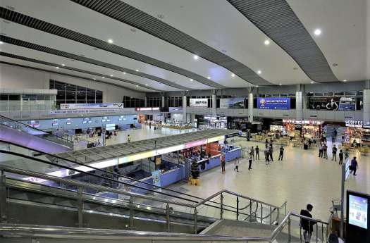 cam-ranh-international-airport-interior-wikimedia-commons