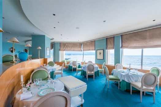 island-restaurant-dining-room