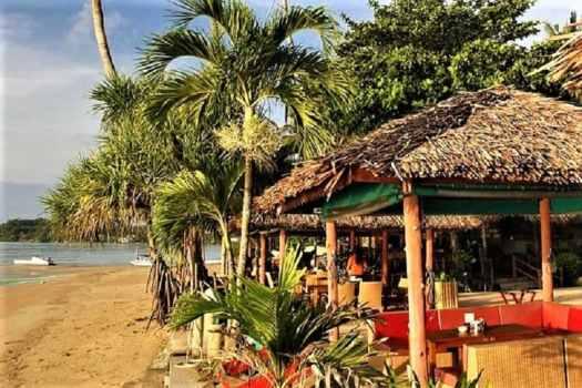 beach-front-retaurant-in-phuket-thailand