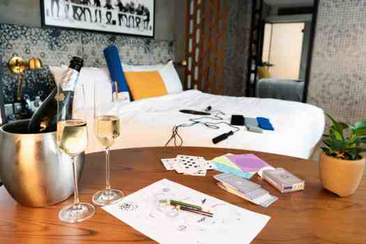 champagne-in-hotel-room