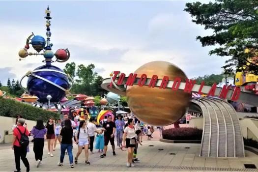 hong kong-disneyland-tomorrowland-entrance-