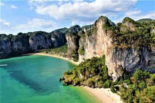 krabi-limestone-mountains-overlooking-beach