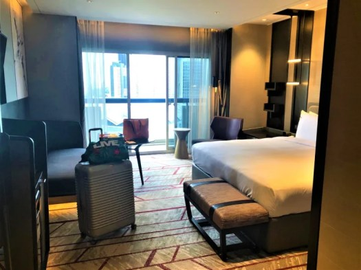 swissotel-the-stamford-room-with-king-size-bed