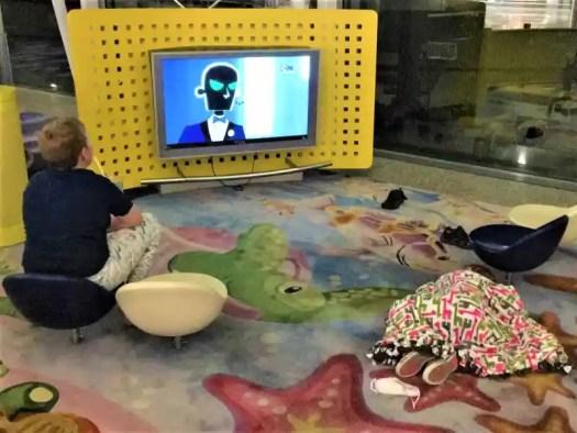 hong-kong-airport-kids-play-area