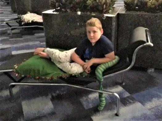 hong-kong-airport-sleeper-couch