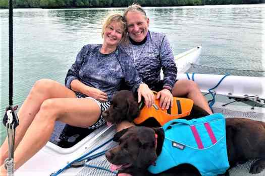couple-sailing-with-dogs