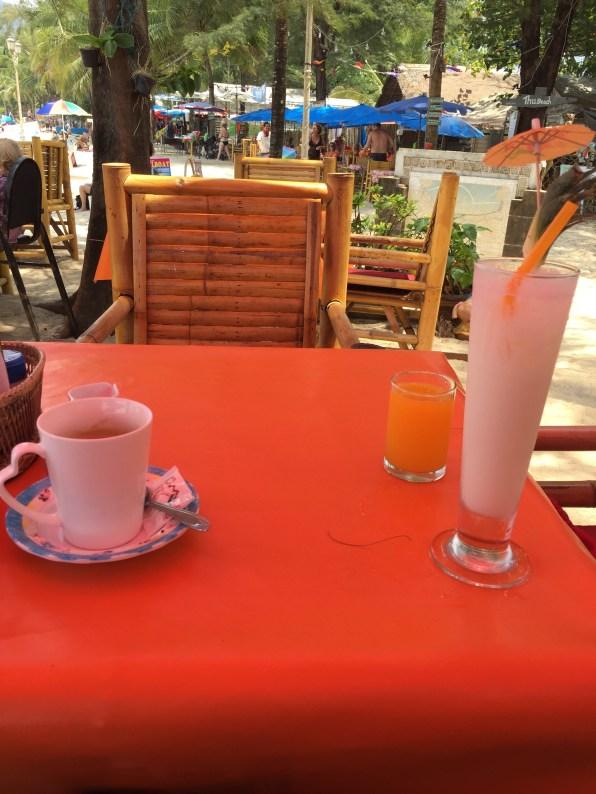 Coffee and daiquiri on the beach