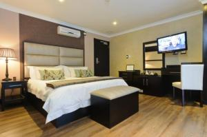 The Executive Suite at 555 Rooms
