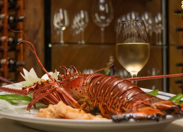 Lobster-at-Lorenzillo's-Restaurants-In-Cancun-Mexico