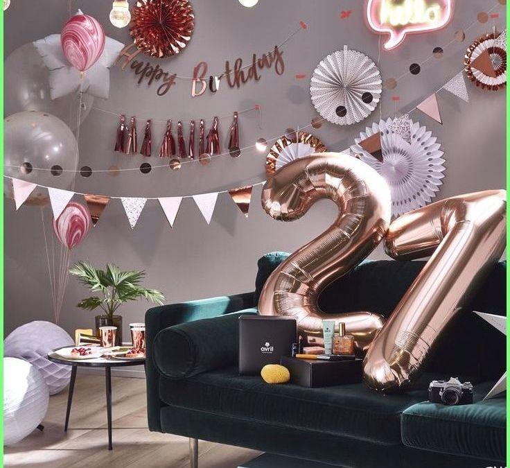 Sur Pinterest idée cadeau anniversaire 2019 – Décoration anniversaire or rose :