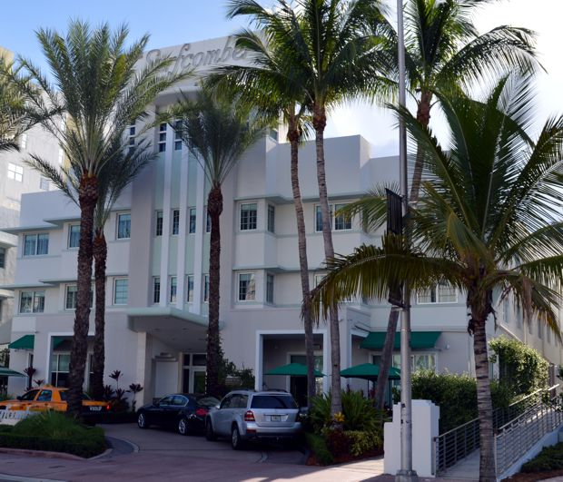 Surfcomber Hotel Miami Review Courtyard King Deluxe Room