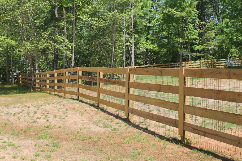 4 Rail Ranch Style W Welded Wire Accurate Fence