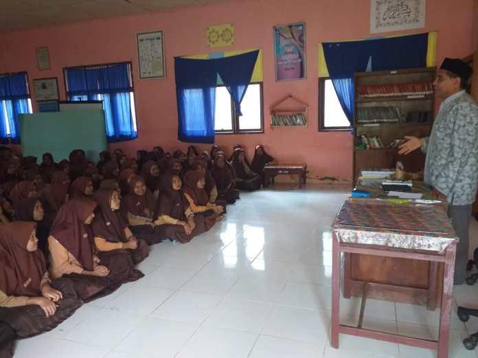 KUA Kecamatan Makmur Sosialisasikan Pencegahan Pernikahan Dini ke Siswa