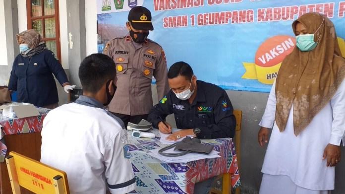 Siswa SMA Negeri 1 Geumpang Mulai Terima Vaksinasi Covid-19