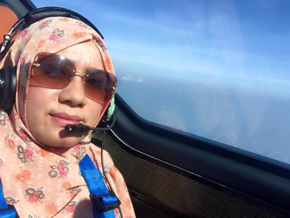 Dibisiki Irwandi di Pesawat, Ini Kata Kak Ti