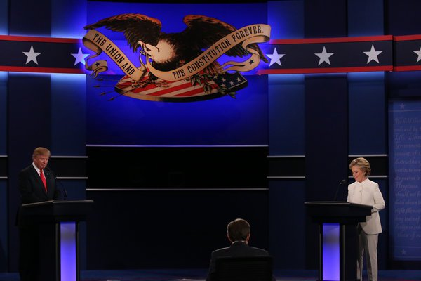 Clinton Menangkan Debat Capres Terakhir
