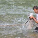 Burhan Menjala Ikan