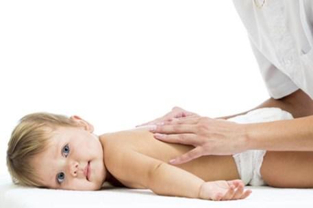 Majase infantil en escucho y masajeo