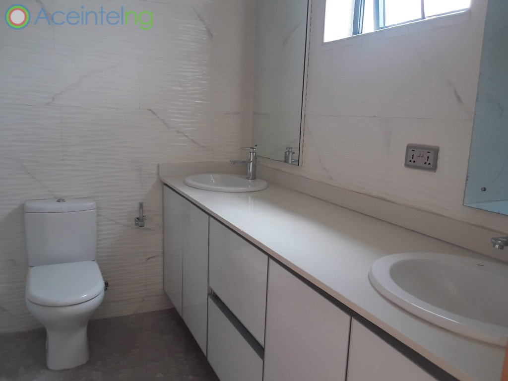 5 bedroom duplex for sale in banana Island ikoyi - bath and toilet