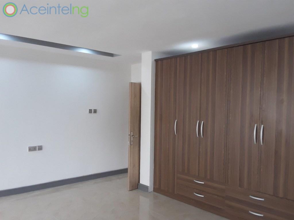 3 bedroom flat for sale in Ikoyi Lagos Nigeria - Wardrobe