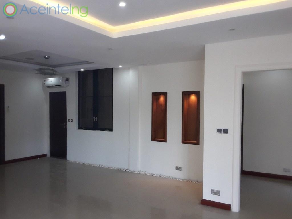 4 bedroom flat for rent in Ikoyi - off Alexander - living room