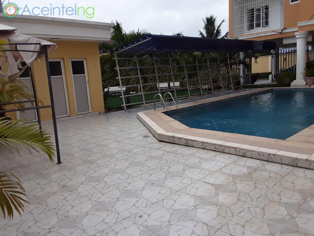 3 bedroom flat for rent in banana Island Ikoyi Lagos Nigeria - swimming pool