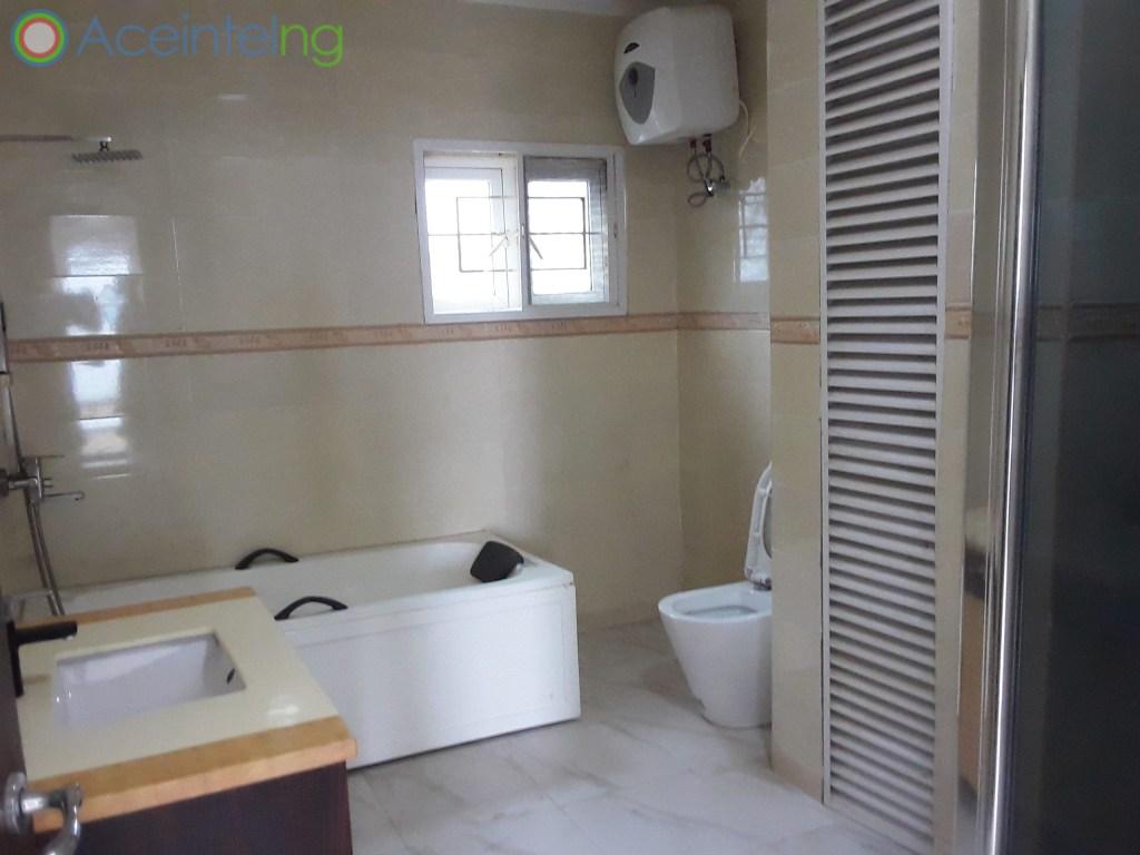 3 bedroom flat for rent in banana Island Ikoyi Lagos Nigeria - toilet