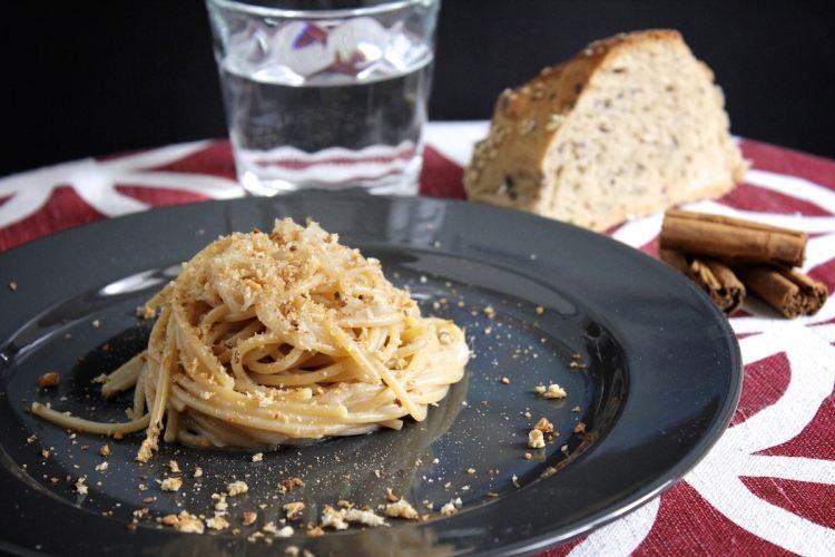 Spaghetti integrali con acciughe al profumo di cannella
