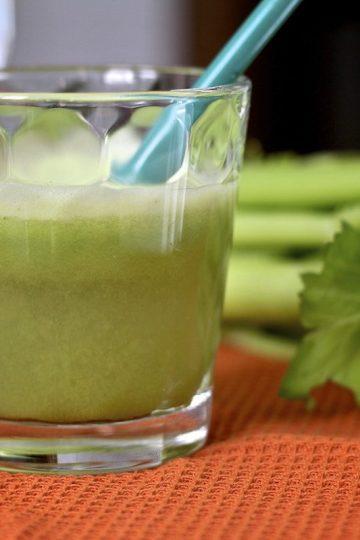 Centrifuga sedano e mela verde