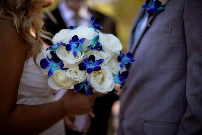 white-and-blue-wedding-flowers