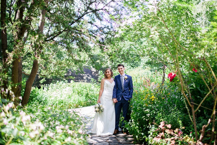 Intimate Central Park Wedding In Shakespeare Garden A Central Park Wedding Get Married In Nyc