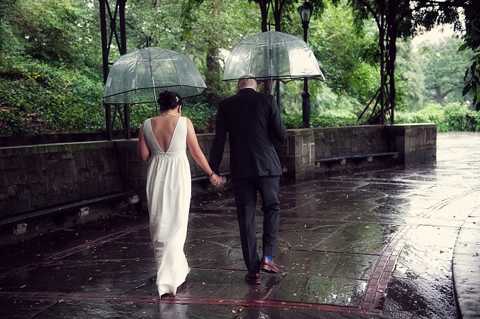 rainy-wedding-conservatory-garden (9)