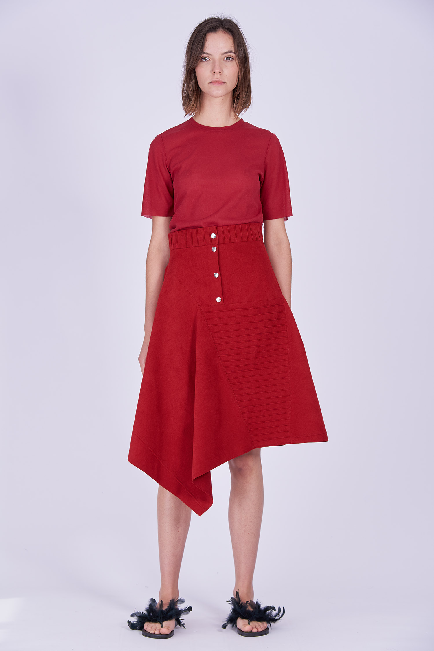 Acephala Ps2020 Red Midi Asymmetric Button Closure Skirt T Shirt Construction Czerwona Spodnica Konstrukcyjna Czerwony Front