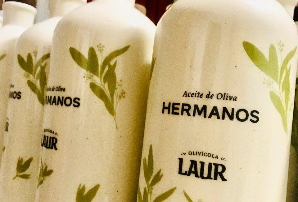 Olivícola Laur presenta el aceite de oliva de los hermanos Petersen