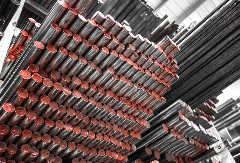 le ofrece tenacidad y dureza idonea para la fabricación de componentes de maquinaria.