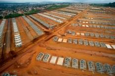 Conjuntos habitacionais são construídos na periferia da cidade para abrigar os atingidos pela barragem de Belo Monte Altamira, Pará, Brasil. Foto Paulo Santos 23/11/2013