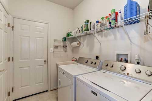 13525 Ryton Ridge Ln, Gainesville, VA - Laundry Room