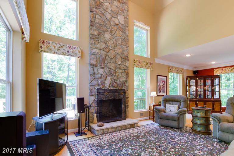 12712 Melville Lane, Fairfax, VA - Living Room