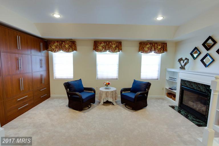 12712 Melville Lane, Fairfax, VA - Sitting Room