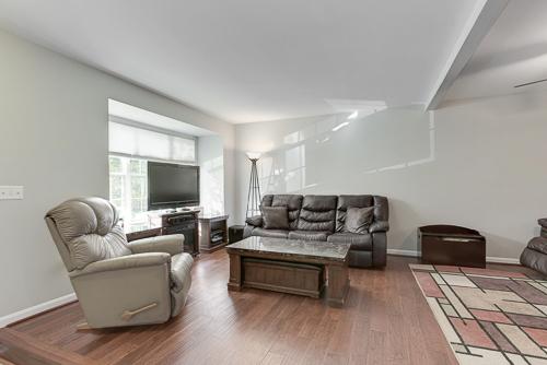 6962 Village Stream Place, Gainesville VA 20155 - Spacious Living Room
