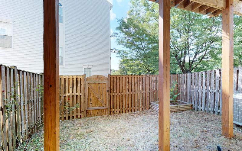 12943 Wood Crescent Circle, Herndon - Backyard
