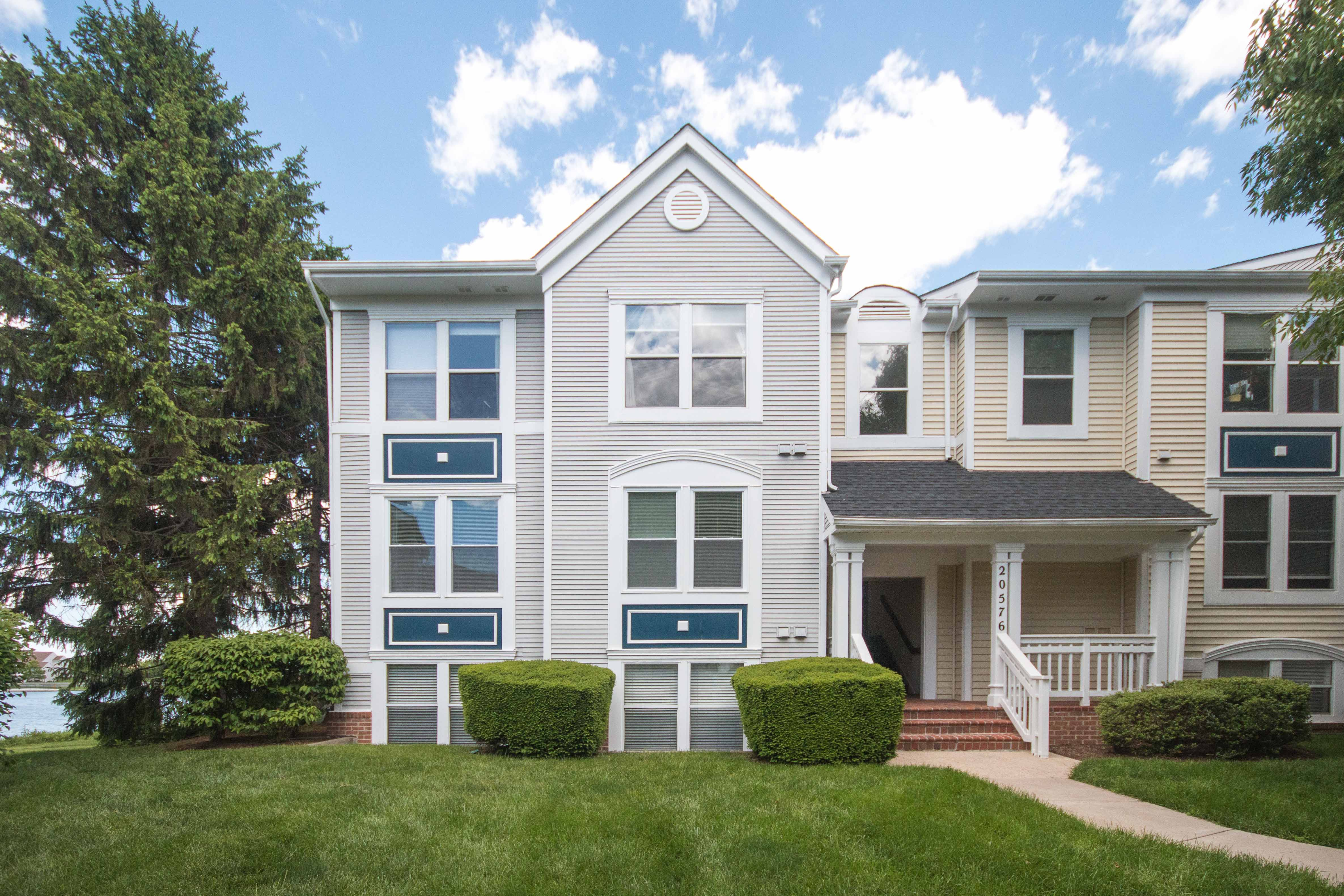 20576 Snowshoe Square #201, Ashburn, VA - End Unit