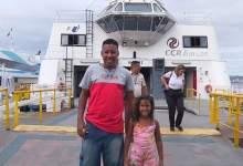 Photo of PAI QUE REALIZOU SONHO DA FILHA DE ANDAR DE BARCO GANHA PASSEIO COMPLETO POR ARRAIAL DO CABO