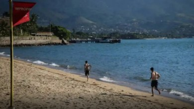 Photo of Homem leva multa de R$500 por entregar atestado e postar foto na praia