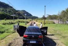 Photo of Prefeito de Mangaratiba bloqueia passagem de trem da Vale com seu próprio carro( fotos)