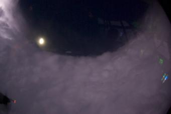Moonrise_over_felixs_eye