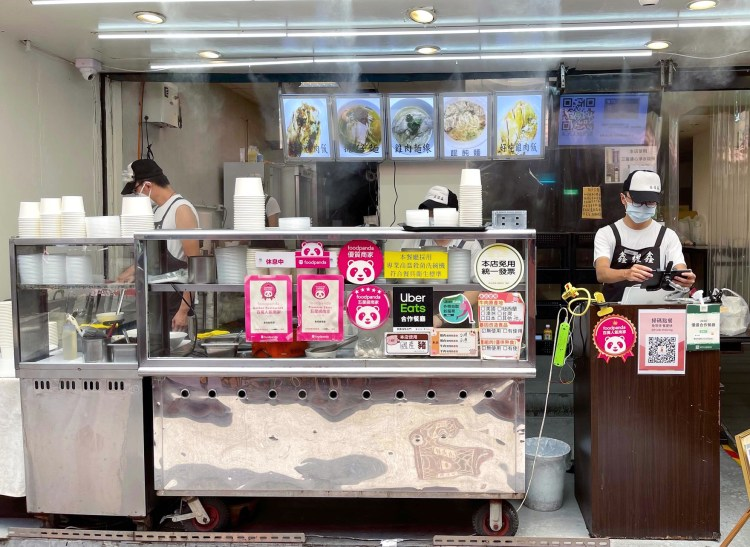 [台北美食] 鑫耀鑫 – 北車旁主要賣切雞肉飯!滿滿的Q嫩雞肉真的會讓人秒殺白飯